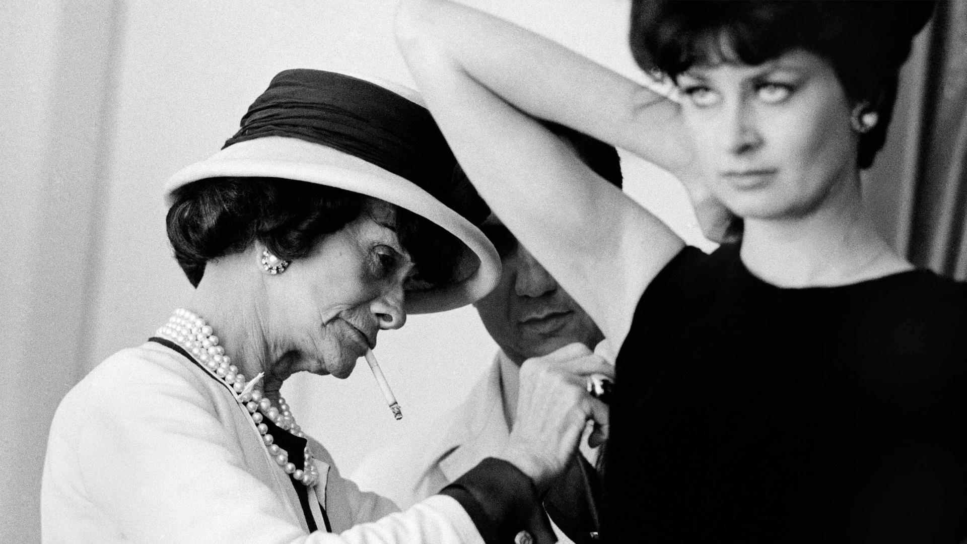 Bambole di icone della moda Coco Chanel