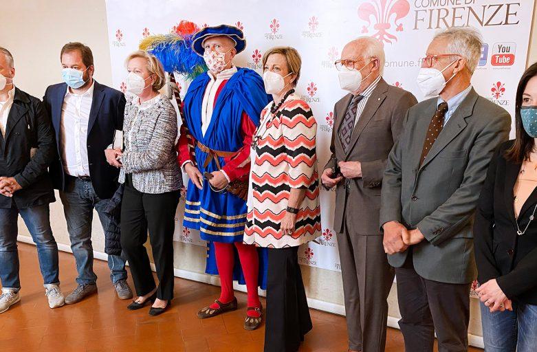 L'abito del Maestro dei Musici donato dal Rotary Club al Corteo Storico Fiorentino